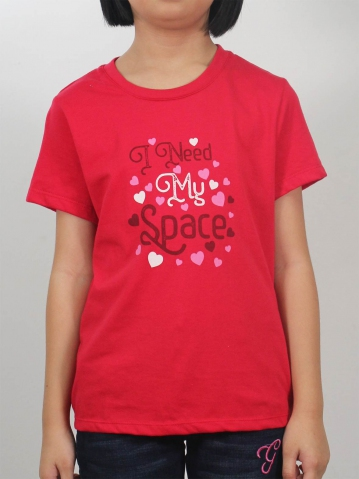 GIRLS I NEED MY SPACE GRAPHIC TEE IN DARK RED