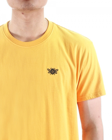 MEN BEE EMBROIDERY LOGO TEE IN MUSTARD