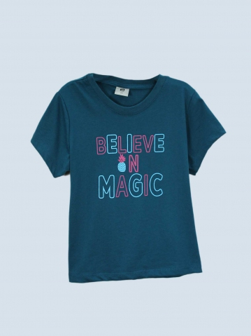 GIRLS BELIEVE IN MAGIC GRAPHIC TEE IN PETROL