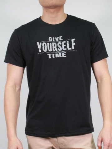 MEN GIVE YOURSELF TIME GRAPHIC TEE IN BLACK