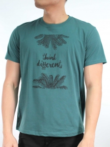 MEN THINK DIFFERENT GRAPHIC TEE IN DARK GREEN