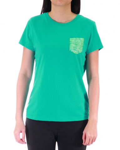 WOMEN PRINTED PATCH POCKET GRAPHIC TEE IN JADE