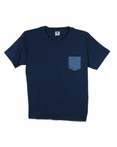 BOYS PATCH POCKET GRAPHIC TEE IN DARK NAVY