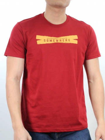 MEN STARTS SOMEWHERE GRAPHIC TEE IN MAROON