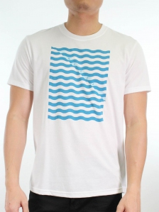MEN WAVES PRINT GRAPHIC TEE IN WHITE