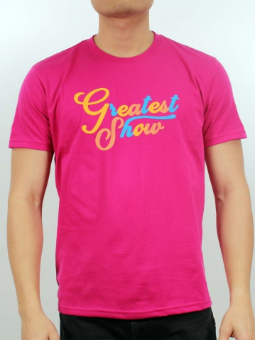 MEN GREATEST SHOW GRAPHIC TEE IN FUCHSIA