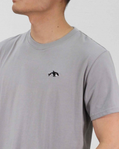 MEN WHALE EMBROIDERY LOGO TEE IN MID GREY