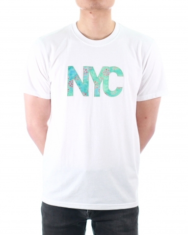 MEN NYC WORDS APPLIQUE GRAPHIC TEE IN WHITE
