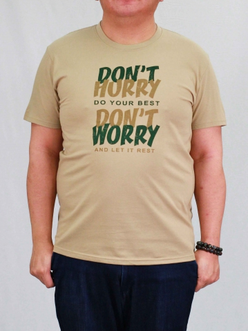 MEN PLUS SIZE DONT WORRY GRAPHIC TEE IN LIGHT KHAKI