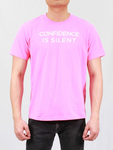 MEN CONFIDENCE IS SILENT GRAPHIC TEE IN MID PINK