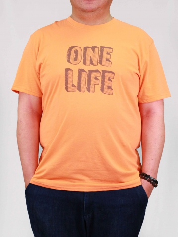 MEN PLUS SIZE ONE LIFE GRAPHIC TEE IN PEACH
