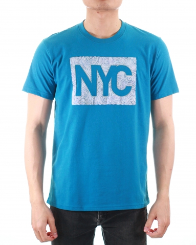 MEN NYC PATCH APPLIQUE GRAPHIC TEE IN DARK BLUE
