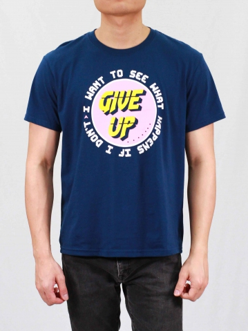 MEN DONT GIVE UP GRAPHIC TEE IN DARK NAVY