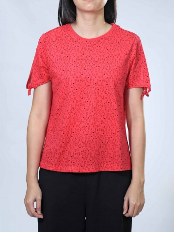 NOEL HOUSE PRINT SHORT SLEEVE TOP IN RED