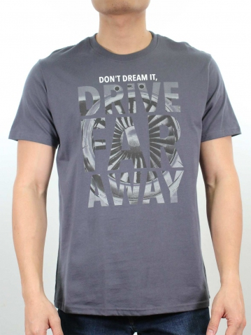 MEN DRIVE FAR AWAY GRAPHIC TEE IN DARK GREY