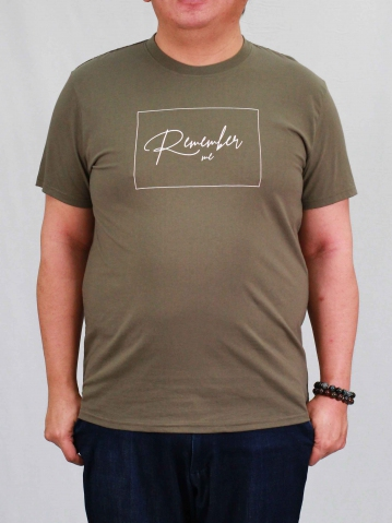 MEN PLUS SIZE REMEMBER ME GRAPHIC TEE IN ARMY GREEN