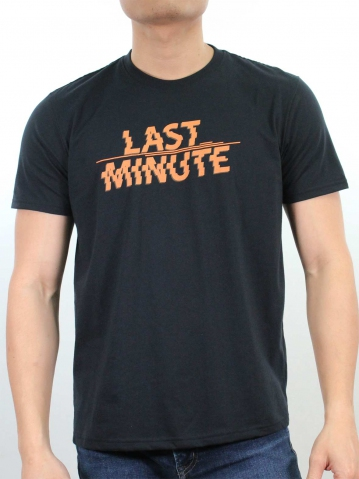 MEN LAST MINUTE GRAPHIC TEE IN BLACK