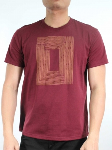 MEN WOODEN BOX GRAPHIC TEE IN BURGUNDY