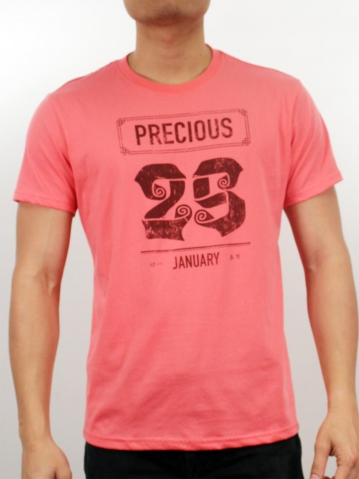 MEN 25TH JANUARY GRAPHIC TEE IN CORAL